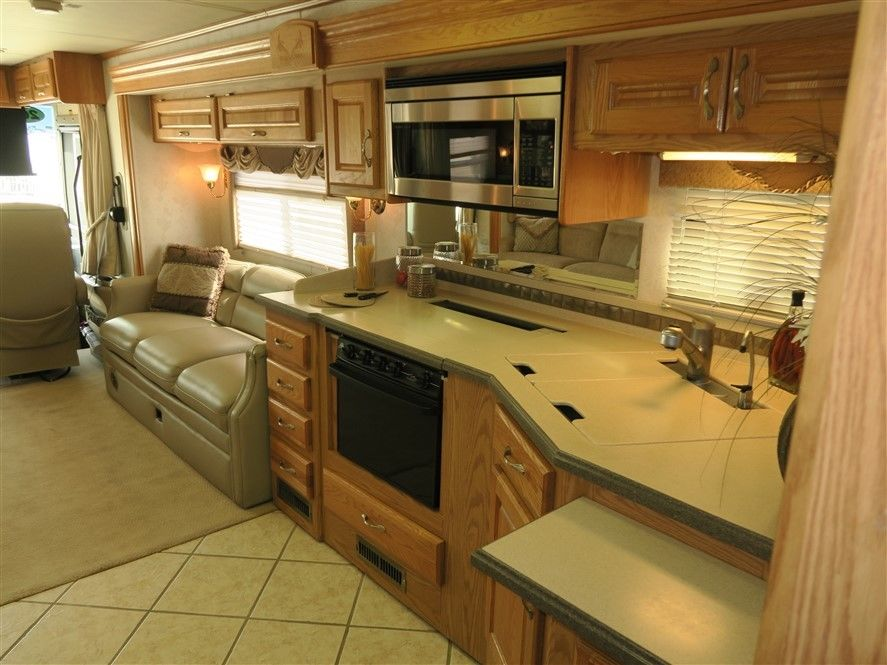 low miles 2004 Holiday Rambler Endeavor 38PST camper