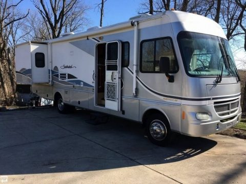 very low mileage 2004 Fleetwood Southwind camper for sale
