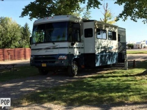 well equipped 2004 Itasca Suncruiser camper for sale