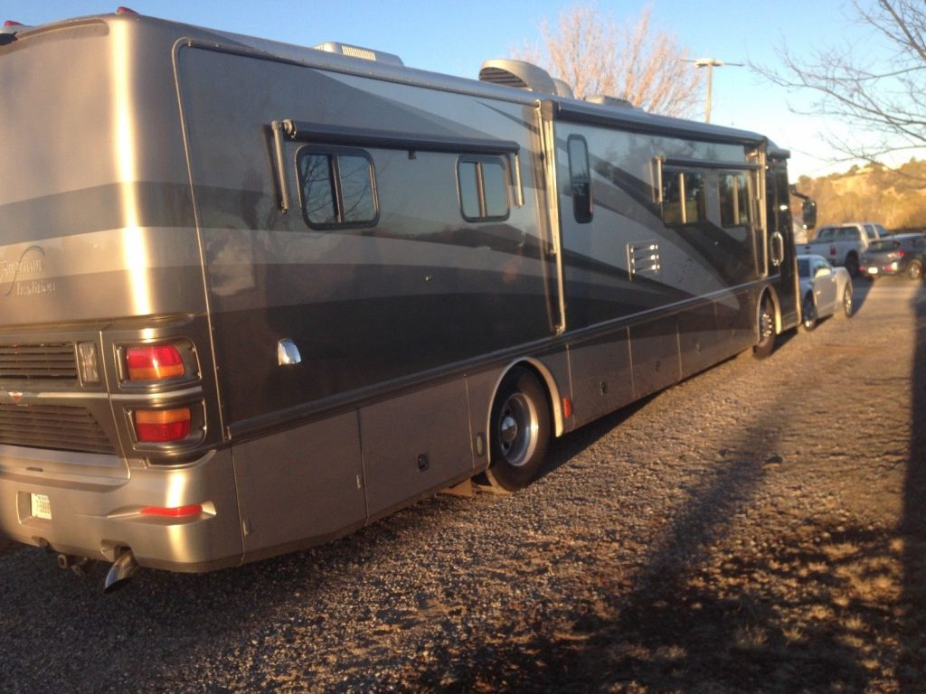 well maintained 2003 Fleetwood American Tradition Class A Motorhome