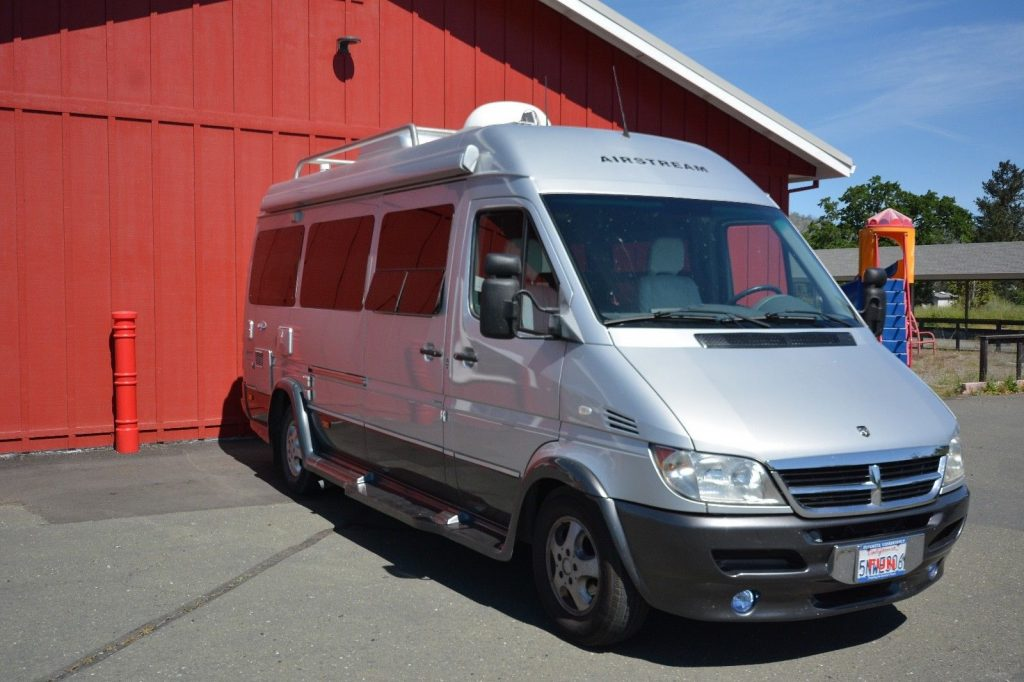beautifully maintained 2005 Airstream Interstate 2500 camper