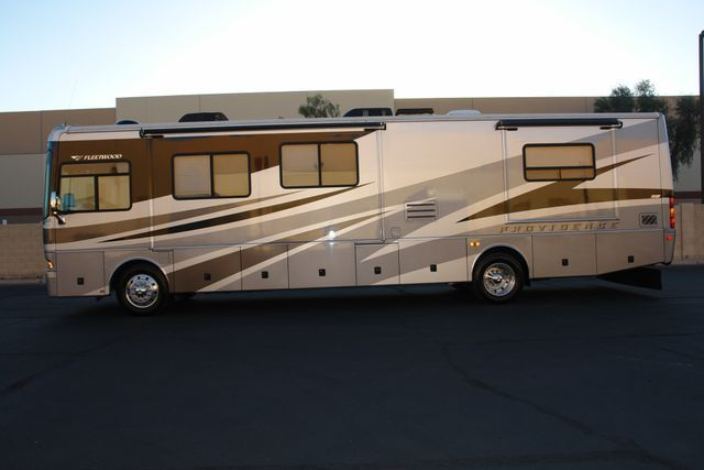 low miles 2005 Fleetwood Providence camper