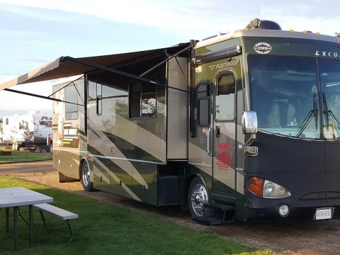 top of the line 2005 Fleetwood Fleetwood Excursion camper for sale