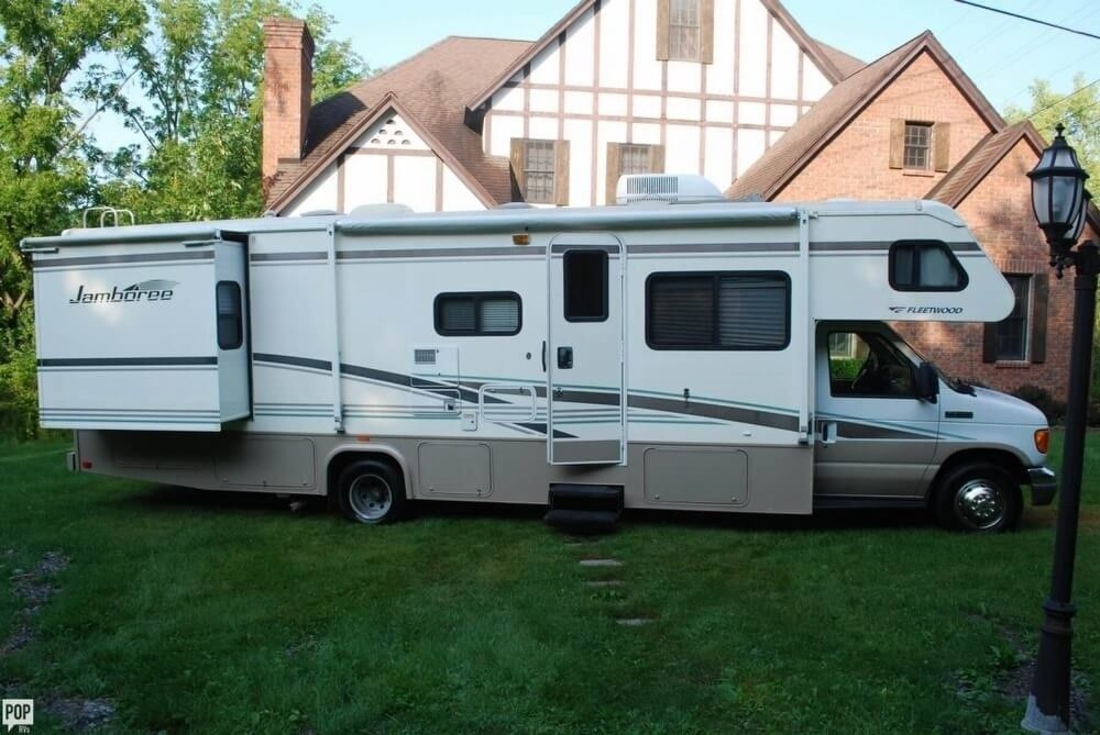 fully equipped 2006 Fleetwood Jamboree camper rv for sale