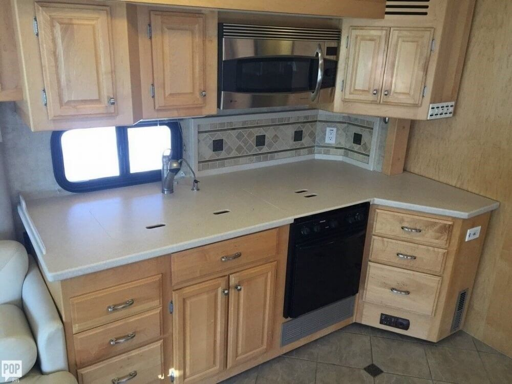 fully loaded 2006 Fleetwood Revolution LE camper rv