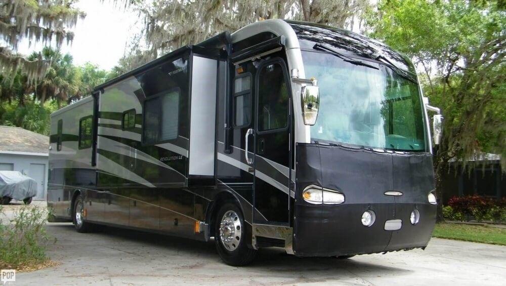 loaded 2006 Fleetwood Revolution camper rv for sale