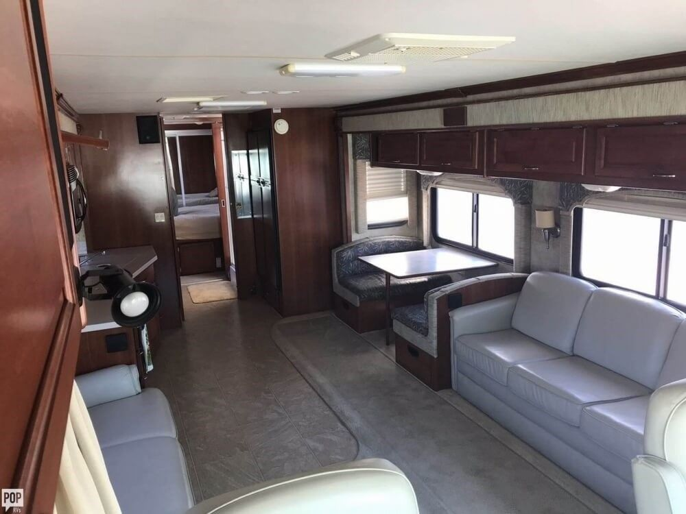 loaded with options 2006 Fleetwood Bounder 38 camper rv