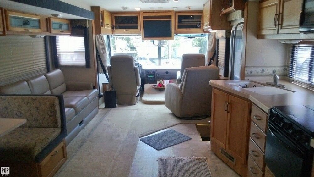 loaded with options 2006 Fleetwood Flair 34 camper rv