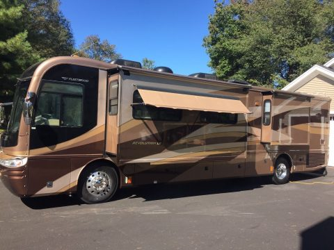 well equipped 2006 Fleetwood Revolution LE 40E camper rv for sale