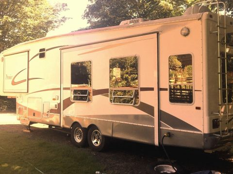well equipped 2006 Nu Wa Hitchhiker Premier 33 CKTG camper for sale
