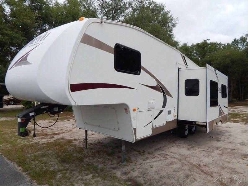 clean 2007 Keystone Laredo 265RL camper trailer