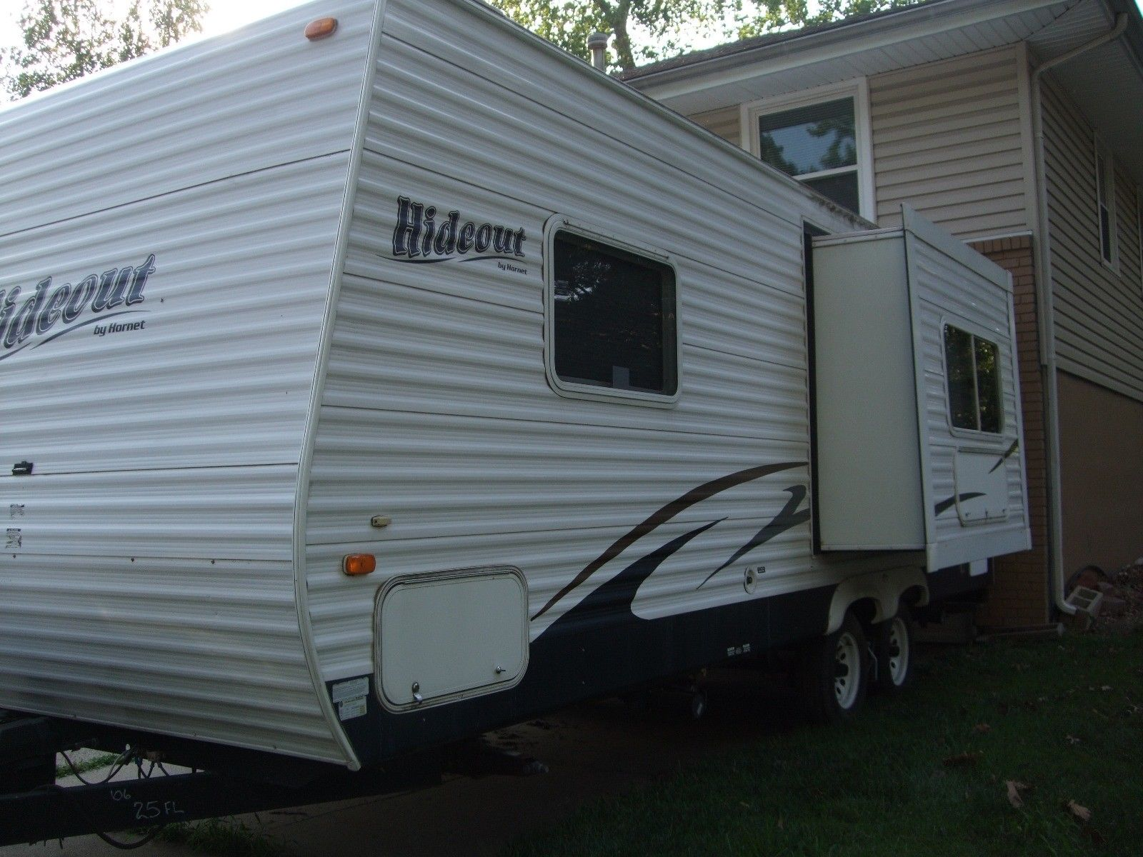Gently used 2007 Keystone Hideout camper for sale