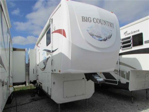 great looking 2007 Heartland Big Country 3075 camper trailer for sale