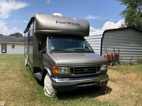 loaded 2007 Thor Motor Coach Ford based camper for sale