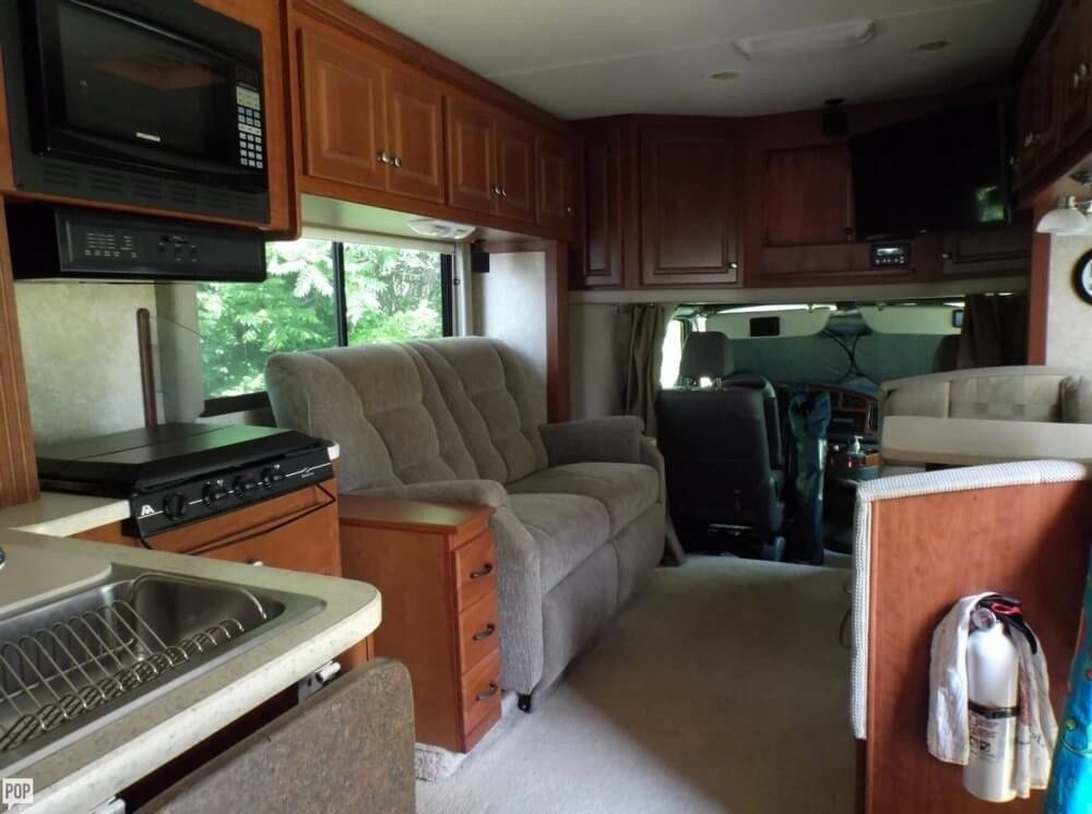 loaded 2007 Thor Motor Coach Ford based camper