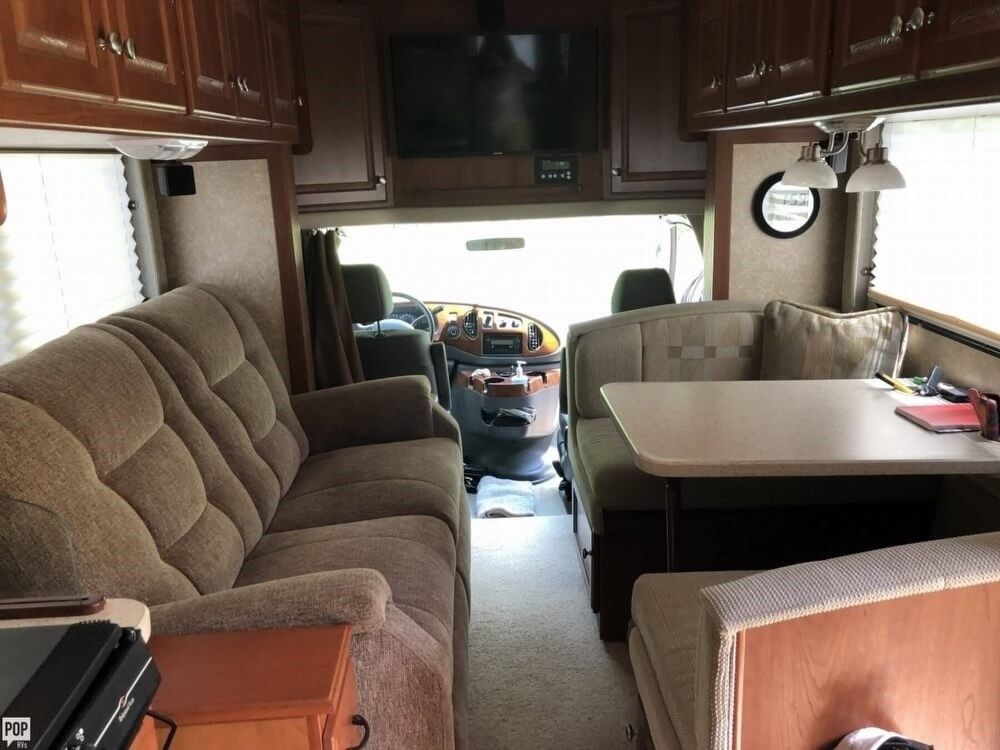 loaded 2007 Thor Motor Coach Ford based camper