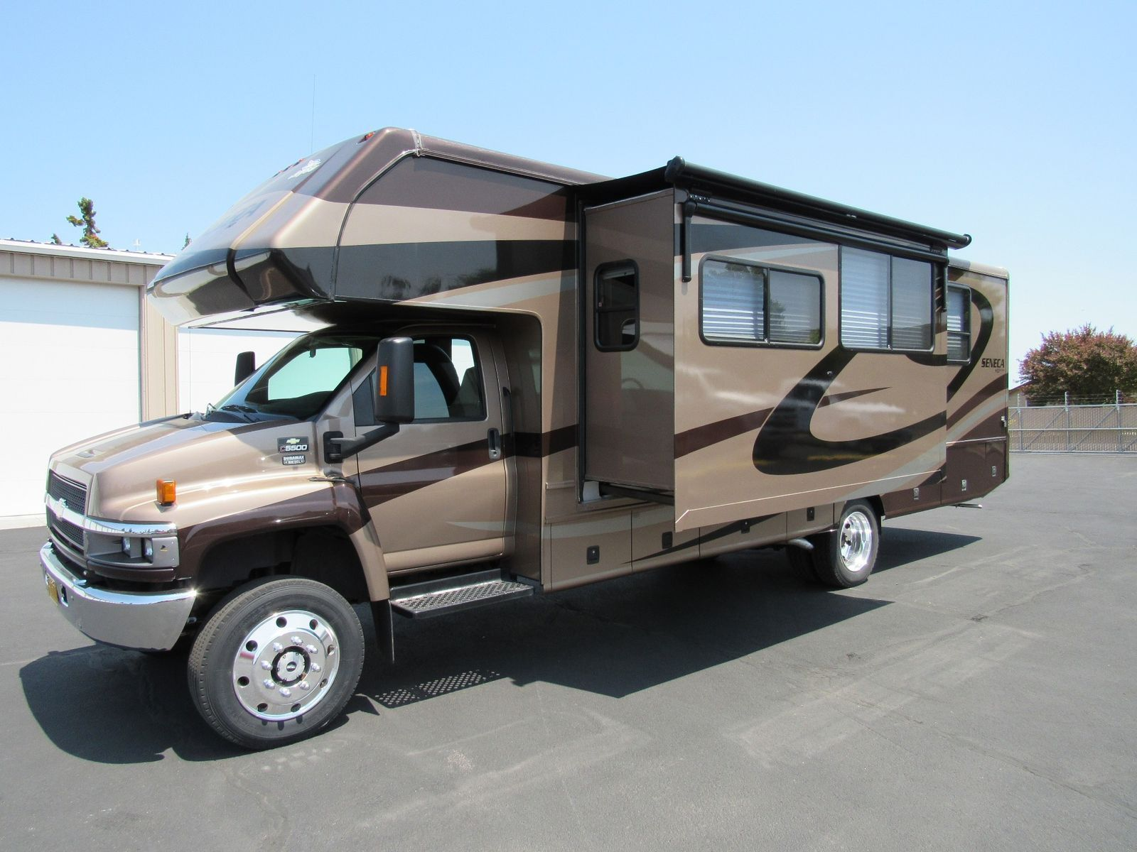 low miles 2007 Jayco Seneca 33SS 4×4 camper for sale