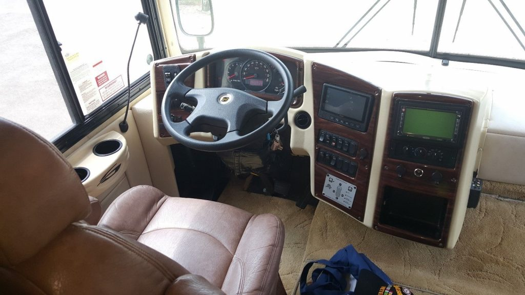mansion on wheels 2007 Gulf Stream Sun Voyager 8389 MXG camper