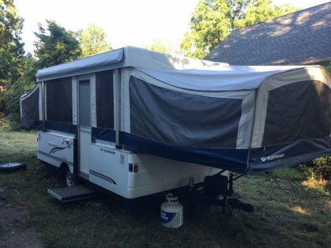 pop up 2007 Fleetwood Sunvalley camper trailer for sale
