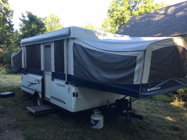 pop up 2007 Fleetwood Sunvalley camper trailer for sale