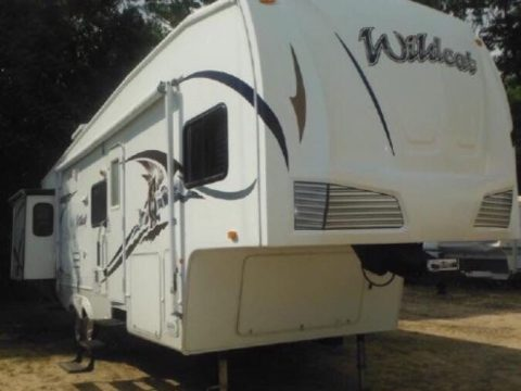 roomy 2008 Forest River ccamper trailer for sale