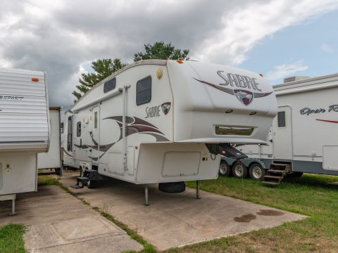 very clean 2008 Forest River Sabre 31reds Camper for sale