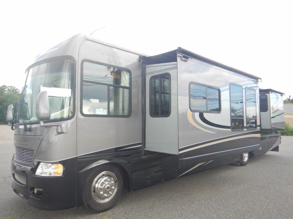 well equipped 2007 Gulf Stream Sun Voyager 8338MXG camper