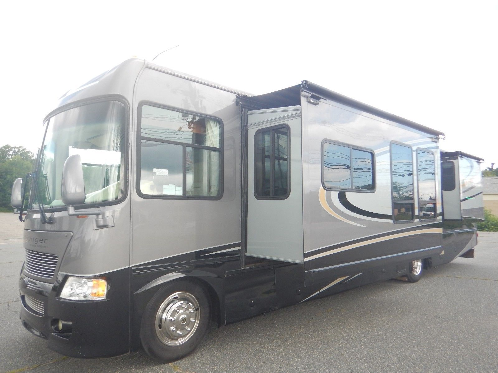 well equipped 2007 Gulf Stream Sun Voyager 8338MXG camper for sale