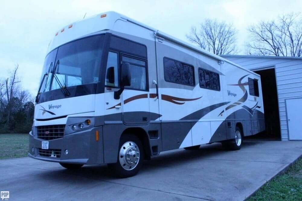 well equipped 2007 Winnebago Voyage camper rv for sale