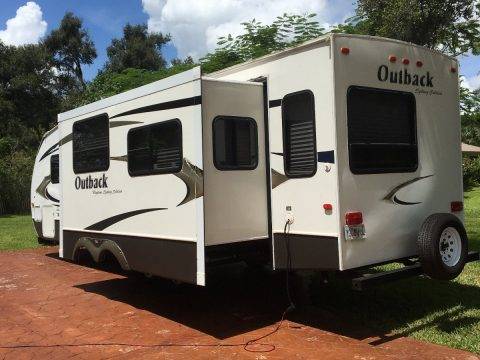 great shape 2010 Outback Sydney Edition 33 foot Travel trailer for sale