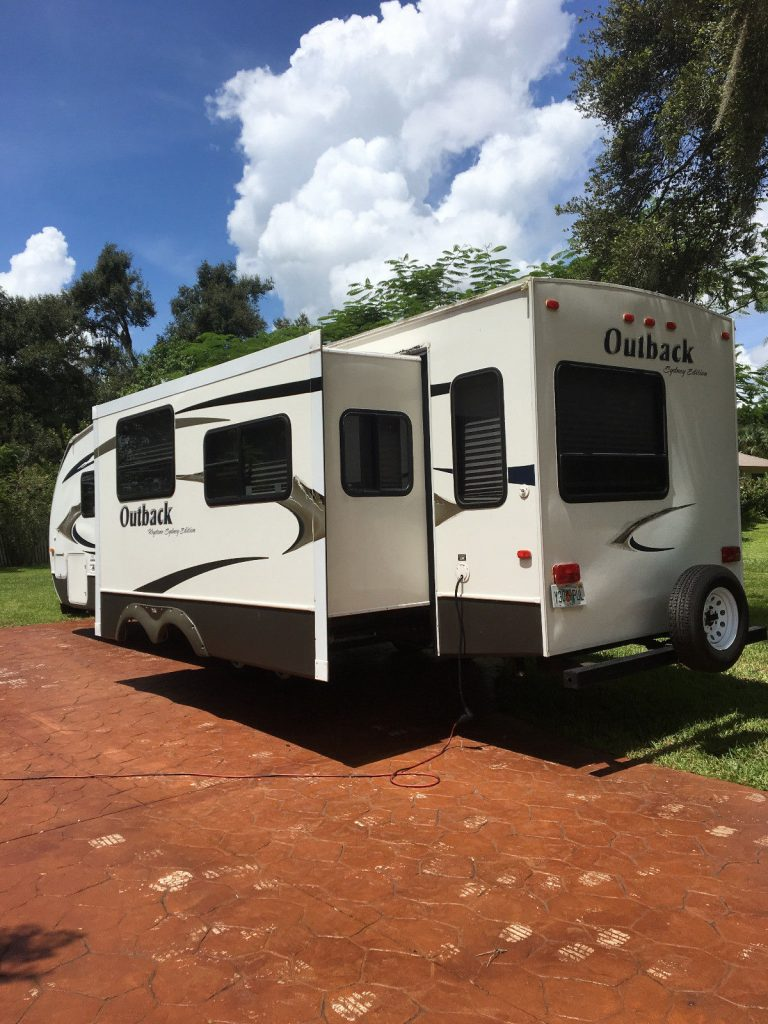great shape 2010 Outback Sydney Edition 33 foot Travel trailer