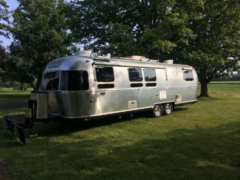 Ready to go 2009 Airstream Classic Limited 30 camper for sale