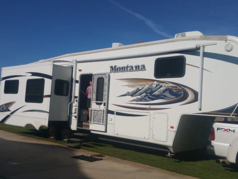 road ready 2010 Keystone Montana 3665RE camper for sale