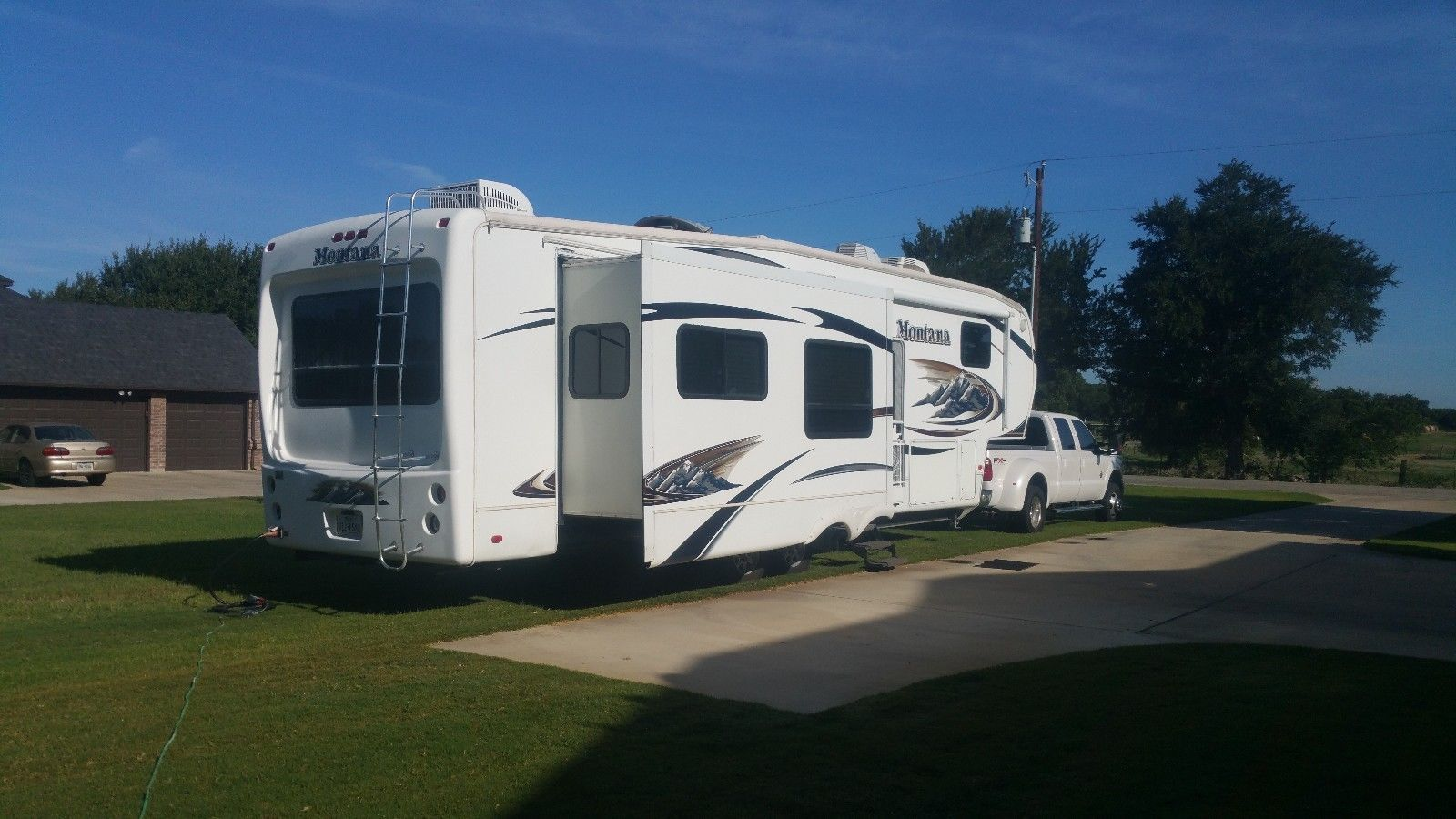 road ready 2010 Keystone Montana 3665RE camper