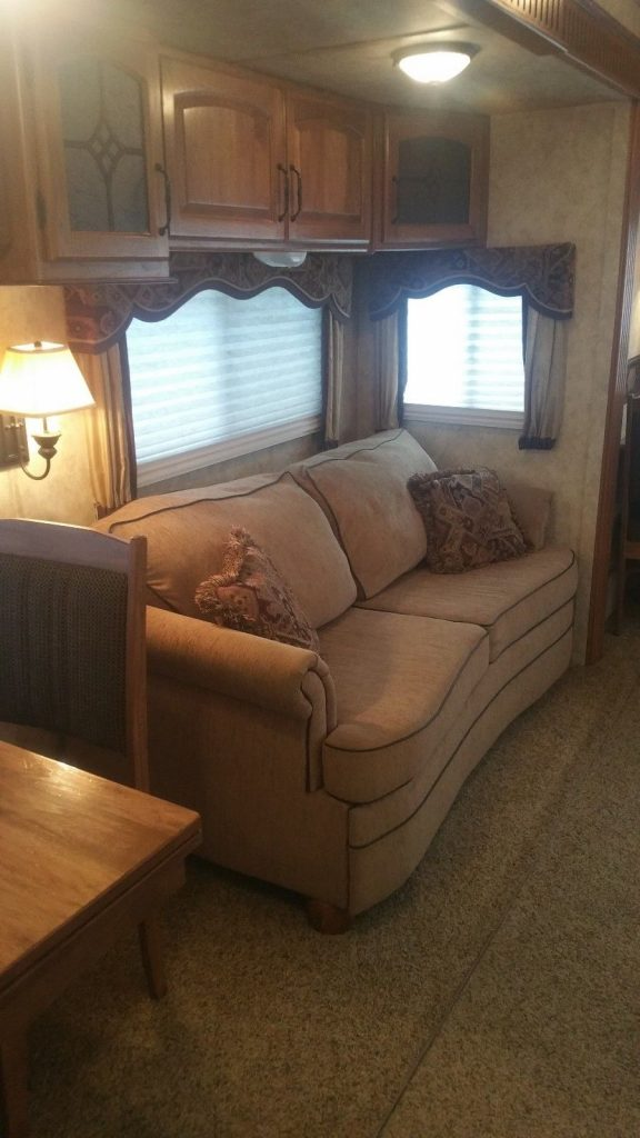 road ready 2010 Keystone Montana 3665RE camper