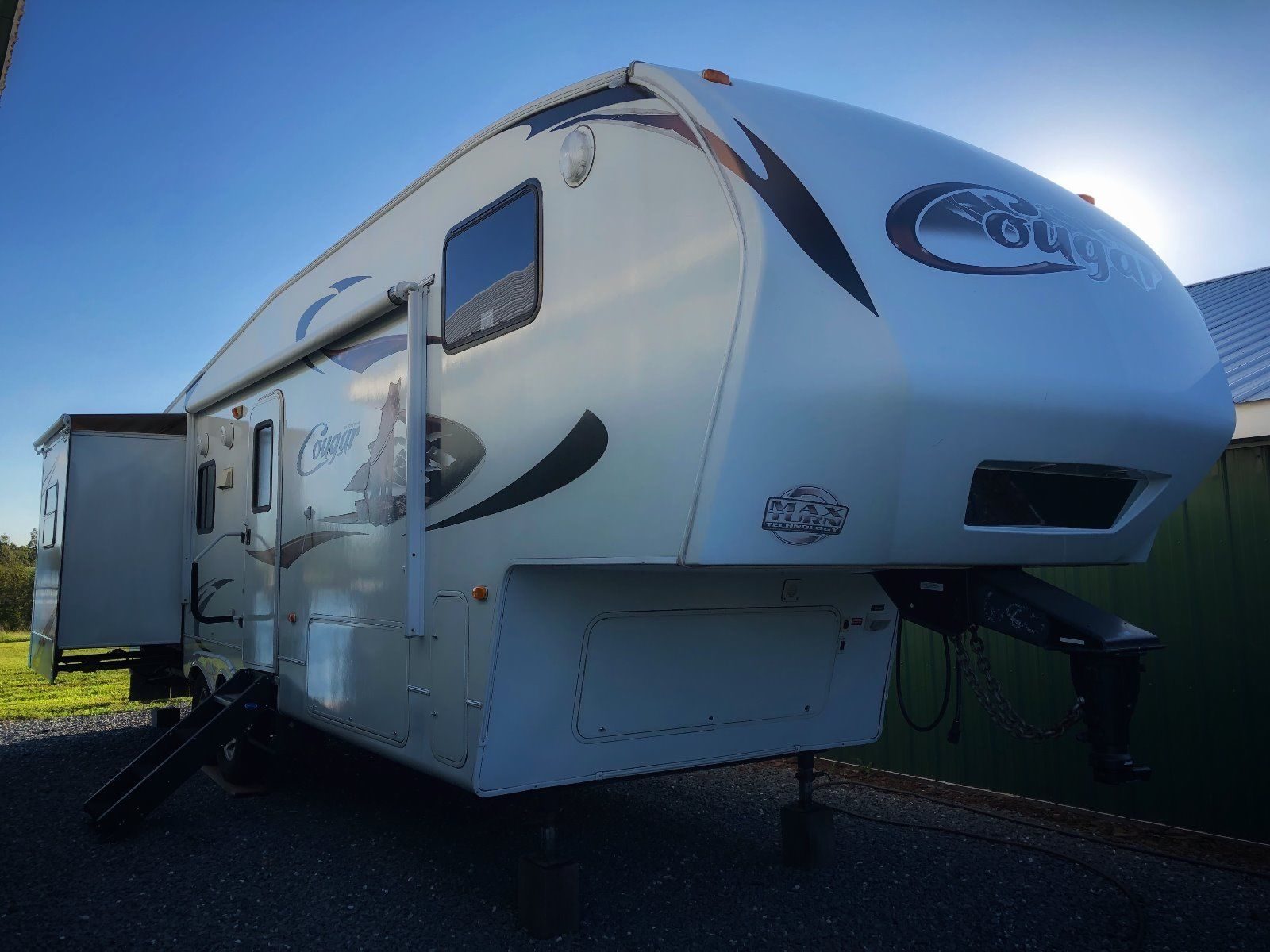 upgraded 2010 Keystone Cougar camper
