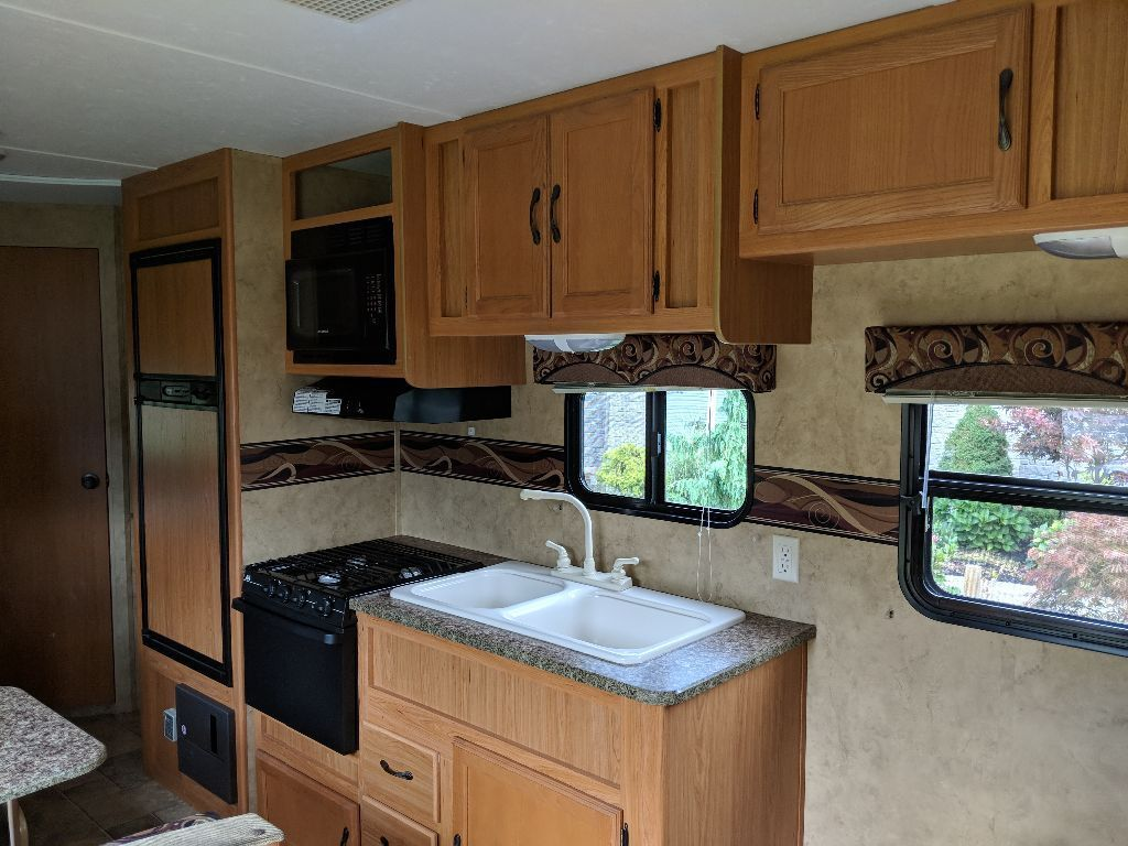 well equipped 2010 Keystone camper trailer