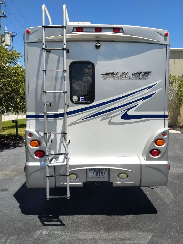 well maintained 2010 Fleetwood Pulse 24A camper