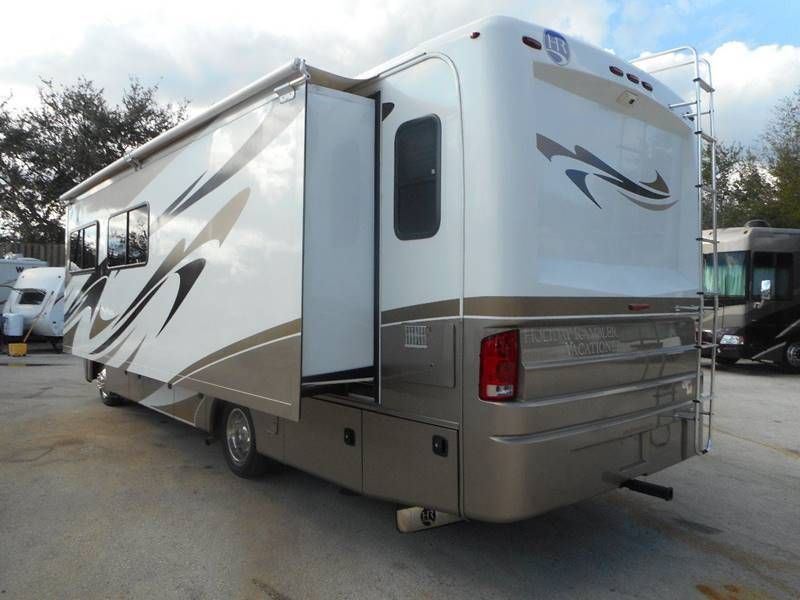 clean serviced 2011 Holiday Rambler Vacationer 30SFS camper