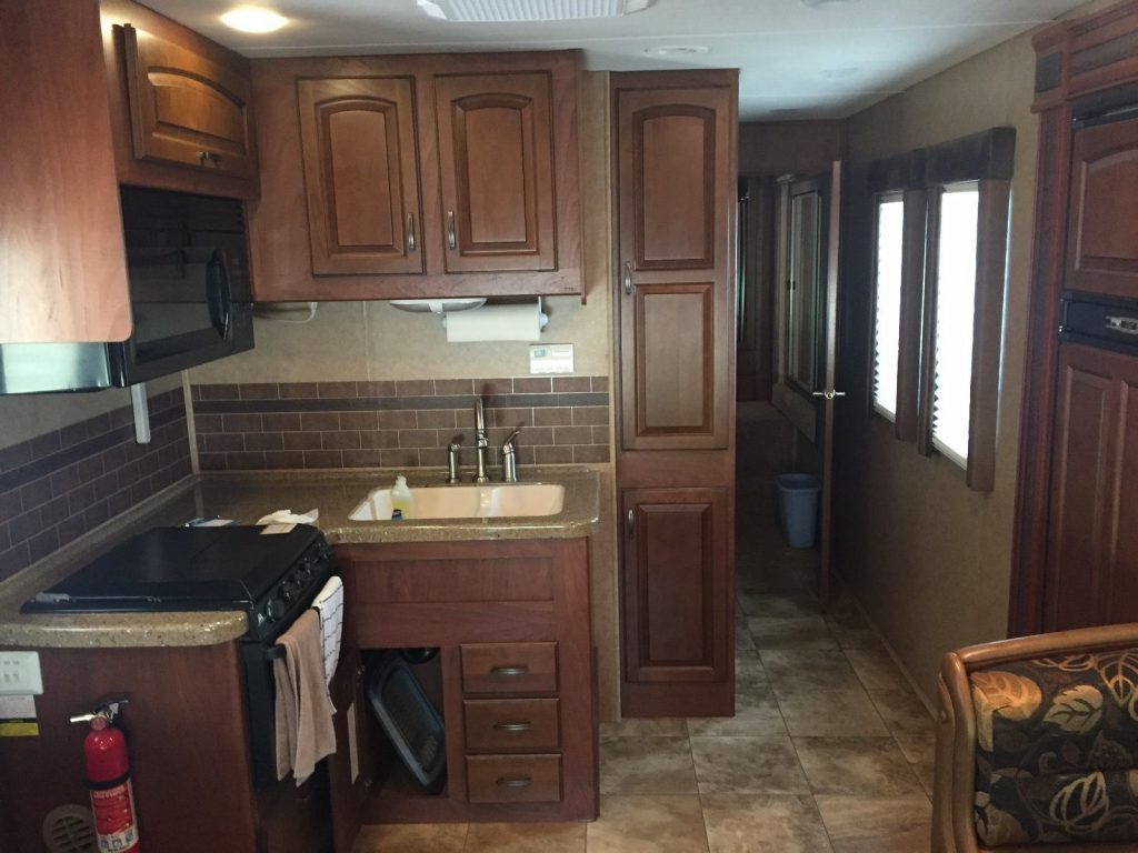 excellent shape 2013 Jayco Greyhawk 31DS camper