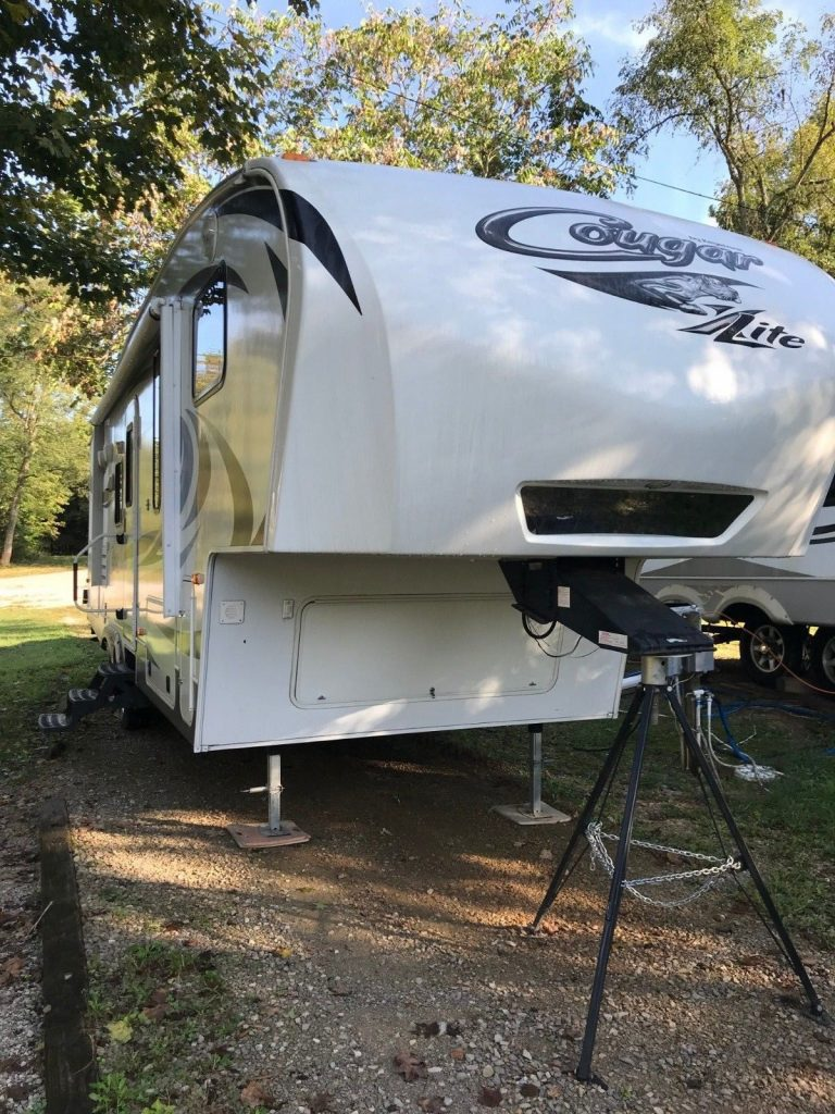 super clean 2013 Keystone 27BHS camper