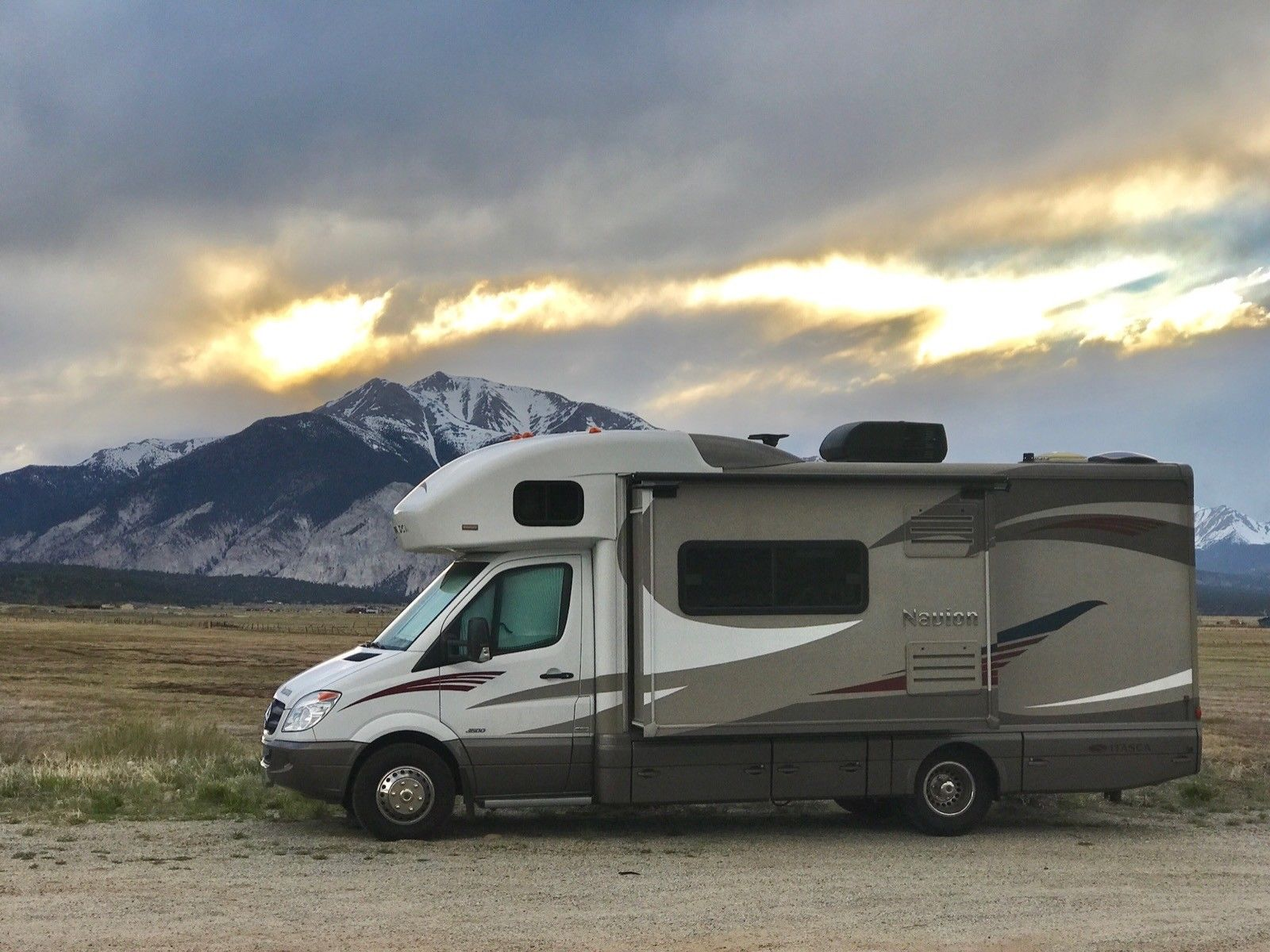 fully loaded 2014 Itasca Navion camper for sale
