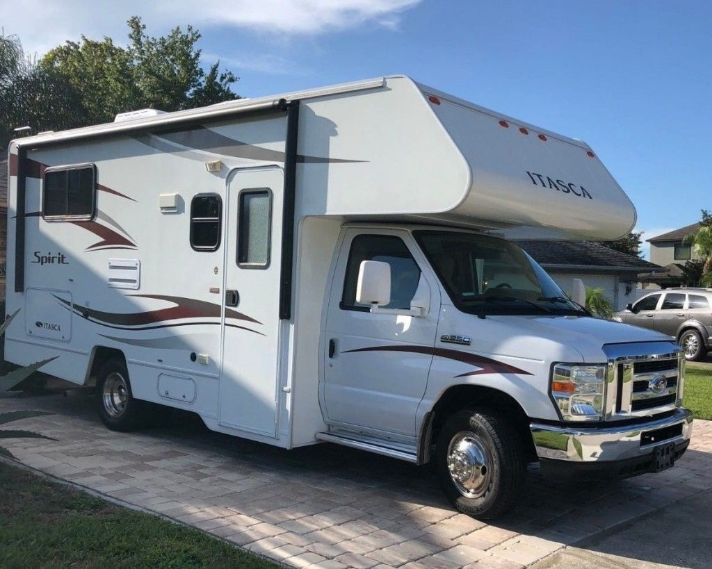 like new 2014 Winnebago Spirit by Itasca camper