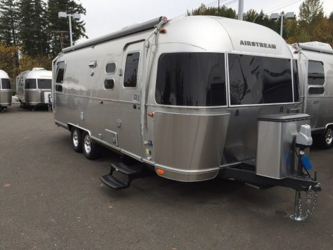 almost unused 2016 Airstream International Signature 25 camper for sale