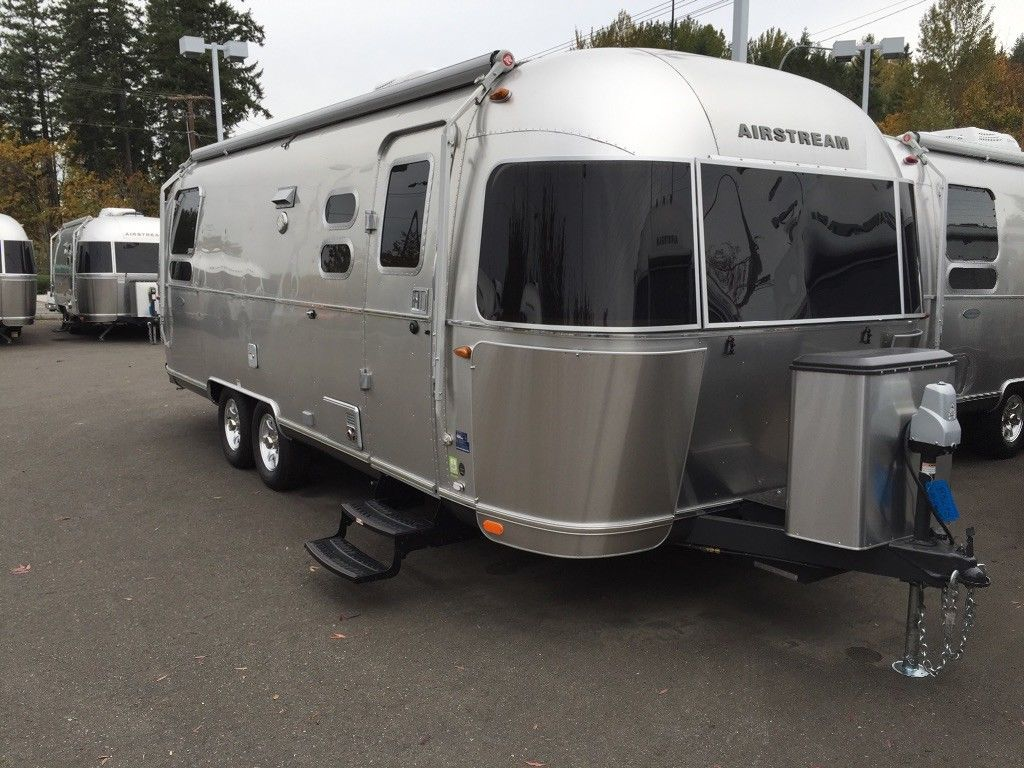 almost unused 2016 Airstream International Signature 25 camper