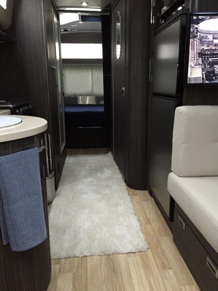 almost unused 2016 Airstream International Signature 25 camper