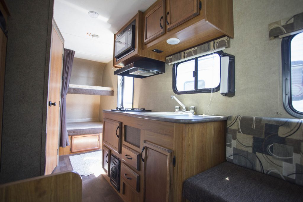 clean 2016 Starcraft Launch 19bhs Camper