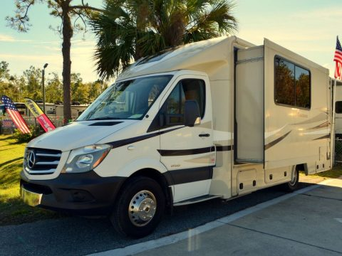 excellent shape  2015 Coachmen Prism camper for sale