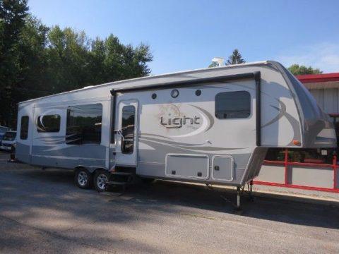 nice 2015 Highland Ridge Open Range camper for sale