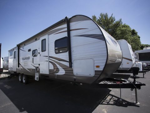 roomy 2016 Forest River Wildwood 32 Camper for sale